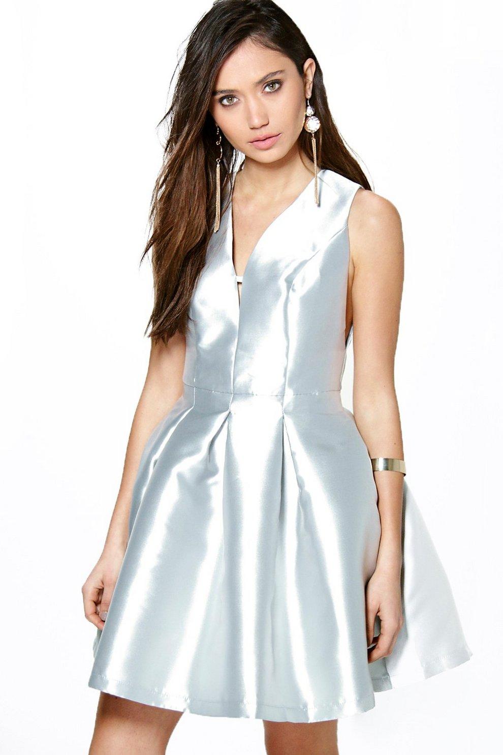 Boutique Alicia Abendkleid mit metallischem Saum  boohoo