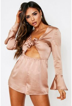 Taupe beige Playsuit i satin med knytdetalj och cut-out