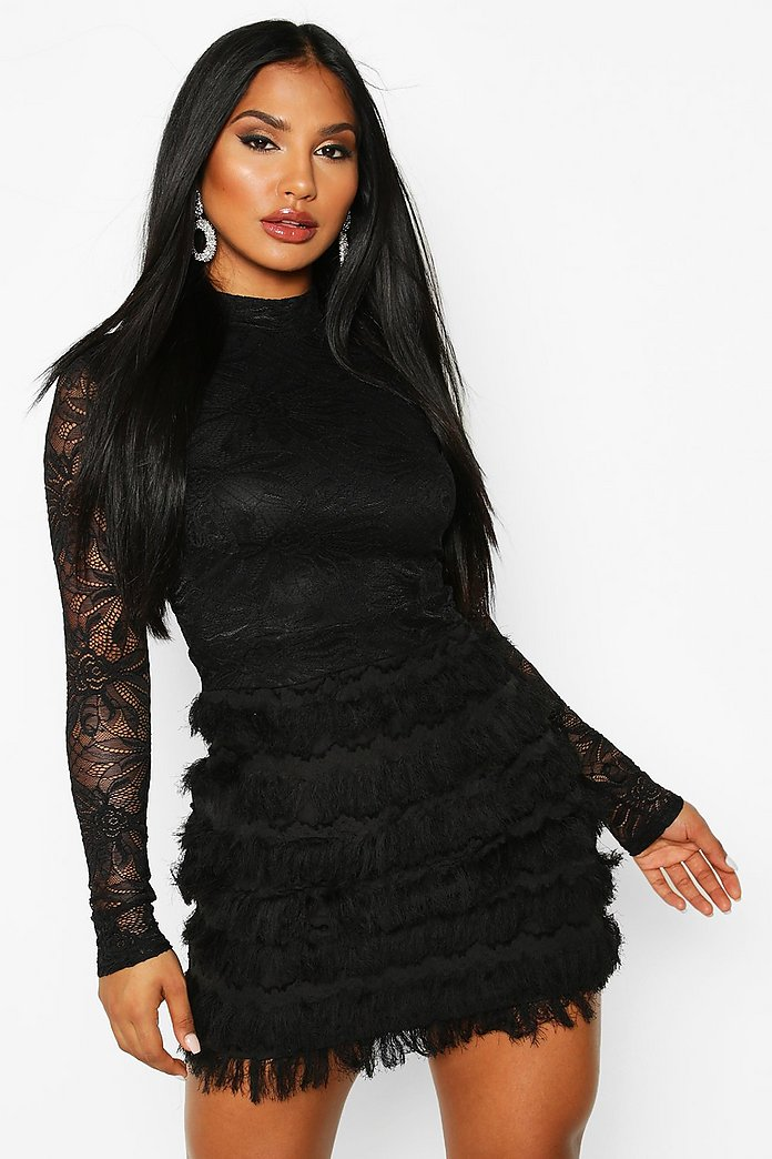 Kort klänning med spets och fransar