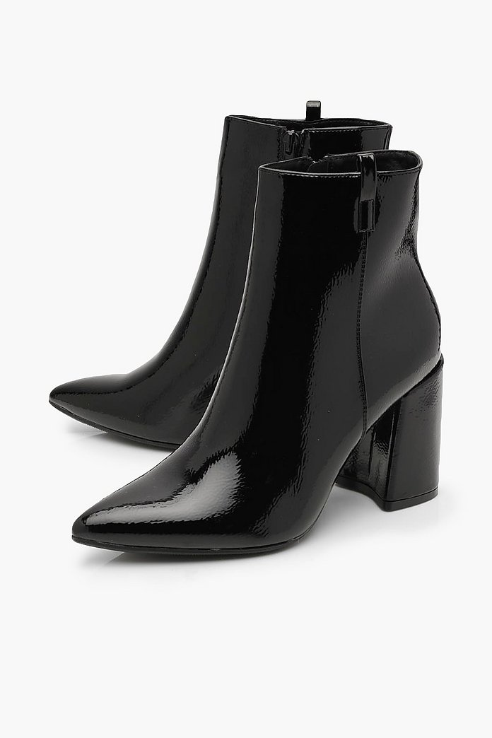 Spetsiga boots i lack med blockklack | boohoo SE