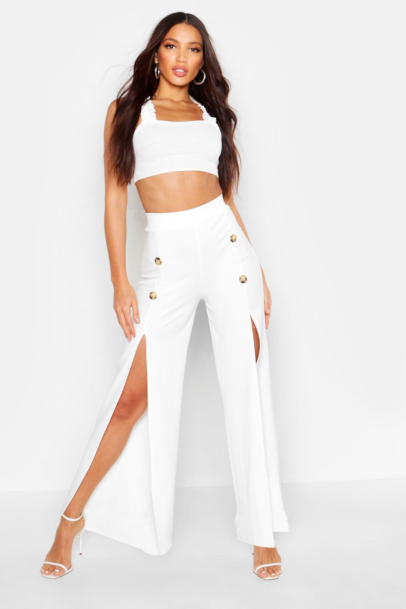 Pantalones Acampanados Con Abertura Y Botones Por Delante Boohoo